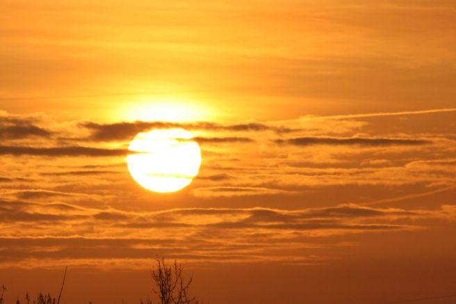 1024px-Sunrise_DUS